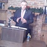McAuliffe at Enroll-Virginia office
